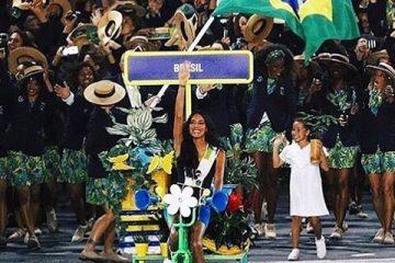 Το διάσημο τρανς μοντέλο Λέα Τ ηγήθηκε της βραζιλιάνικης αποστολής στο Μαρακανά και έγραψε ιστορία.