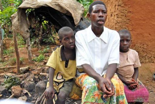 Στην Ουγκάντα η τράνς κοινότητα στρέφεται στην παραγωγή κρασιού και στις αγροτικές καλλιέργειες, ως εναλλακτικό μέσο επιβίωσης προκειμένου να ξεφύγουν από τη φτώχια και την εργασία του σεξ.