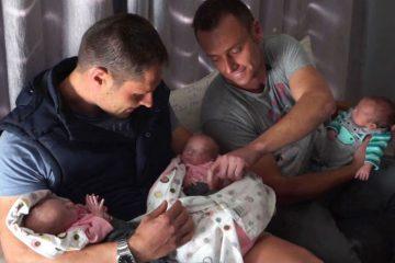 Ζευγάρι ανδρών γίνεται το πρώτο που αποκτά τρίδυμα μέσω παρένθετης μητέρας
