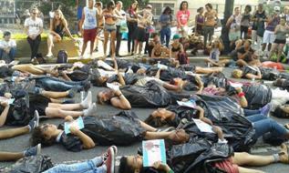 'Ενας τρανς άνθρωπος δολοφονείται κάθε 21 ώρες και οι περισσότερες δολοφονίες έχουν καταγραφεί στην Βραζιλία.