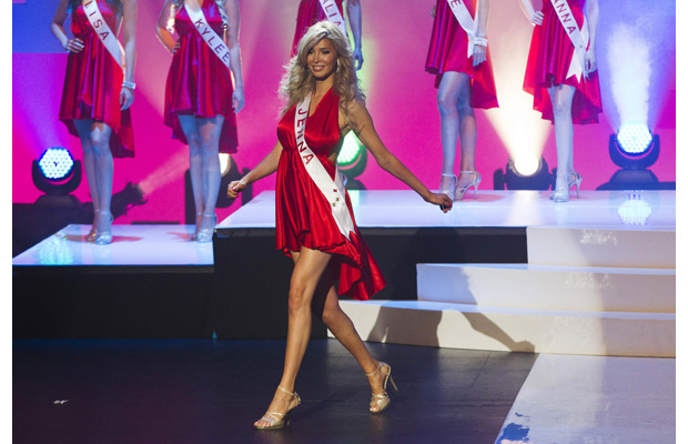 Jenna Talackova: Η τρανς γυναίκα που άγγιξε το στέμμα της Miss Universe.