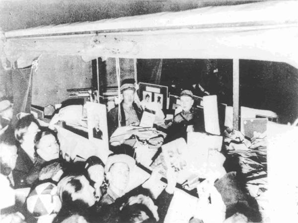 Βιβλία μεταφέρονται σε φορτηγό πριν το κάψιμό τους στις 10 Μαΐου του 1933.