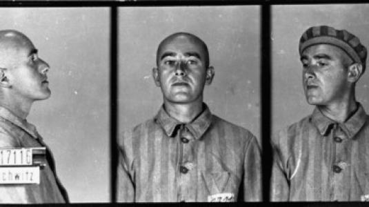 --Αναγνωριστικές φωτογραφίες κρατουμένου που κατηγορήθηκε για ομοφυλοφιλία. Έφτασε στο στρατόπεδο συγκέντρωσης του Άουσβιτς στις 6 Ιουνίου 1941. Πέθανε εκεί έναν χρόνο αργότερα--