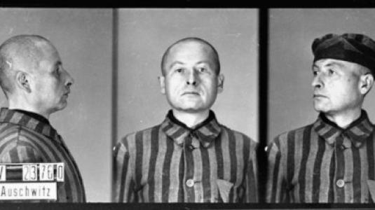 --Αναγνωριστικές φωτογραφίες κρατουμένου που κατηγορήθηκε για ομοφυλοφιλία. Έφτασε στο στρατόπεδο συγκέντρωσης του Άουσβιτς στις 6 Δεκεμβρίου του 1941. Πέθανε εκεί τρεις μήνες αργότερα--