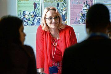 Όταν  για μια δασκάλα, η διαδικασία μετάβασης φύλου γίνεται μάθημα αποδοχής και κατανόησης για τους άλλους.
