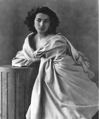 Η Σάρα Μπερνάρ φωτογραφημένη από τον Ναντάρ το 1865