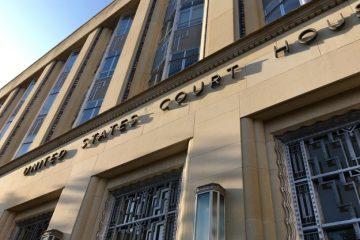 Ομοσπονδιακός δικαστής αφήνει νομοθετικές ρυθμίσεις για τρανς εργαζόμενα άτομα στον αέρα.