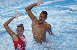 Ένας αθλητής σπάει τα στερεότυπα στη συγχρονισμένη κολύμβηση 5be46aaabbf