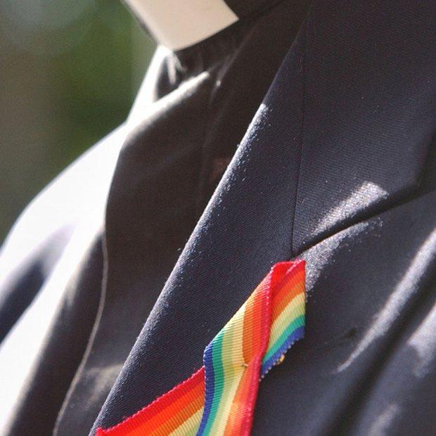 """""""Είμαι gay"""" παραδέχεται επίσκοπος της Εκκλησίας της Αγγλίας μετά από απειλές"""