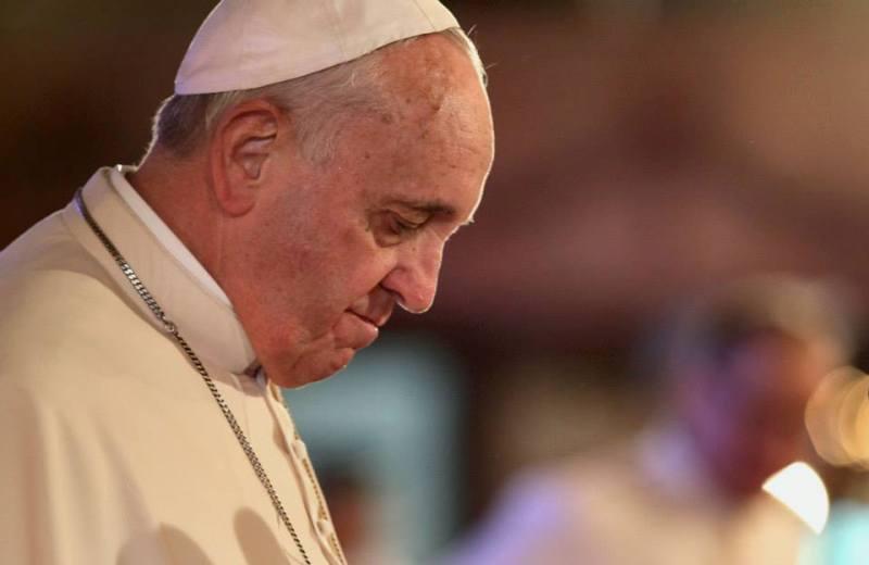 «Θλίψη» Πάπα για τον πολιτικό γάμο δύο καλογριών