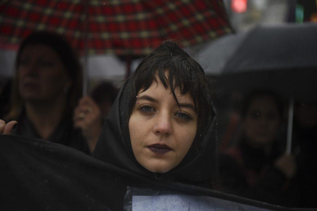 «Πειράζεις μία από εμάς, αντιδρούμε όλες». Διαμαρτυρίες στην Αργεντινή μετά από έναν ακόμα θανάσιμο βιασμό