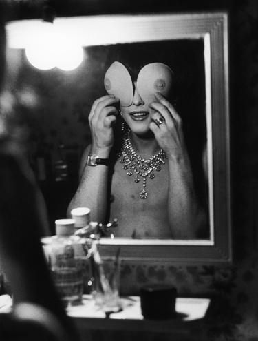 Εικόνες τρανς γυναικών από μία άλλη εποχή, μέσα από τα μάτια του Christer Strömholm.