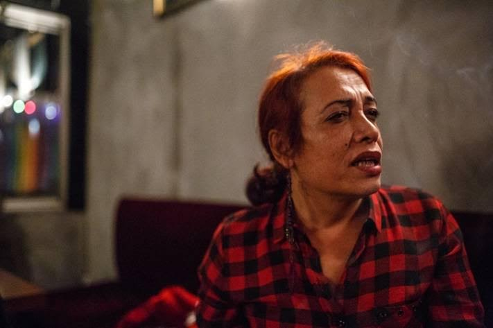 Esmeray, 43 ετών, πρώην εργάτρια του σεξ που εργάζεται πλέον ως δημοσιογράφος και συγγραφέας θεατρικών έργων στην Ισταμπούλ | Nathalie Bertrams/PRI