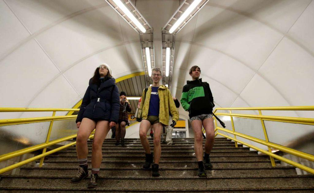 Μία όχι και τόσο συνηθισμένη εικόνα στο μετρό του Βερολίνου REUTERS/Hannibal Hanschke